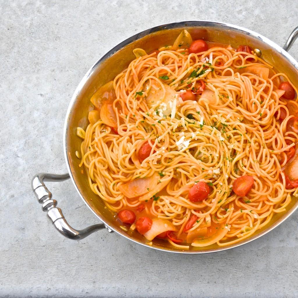One pot pasta with tomato sauce