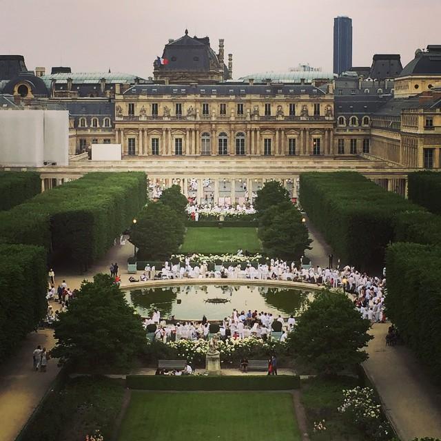 Diner-en-Blanc-Paris-2015-Palais-Royal-