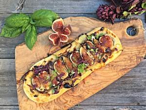 Fig and gorgonzola flatbread