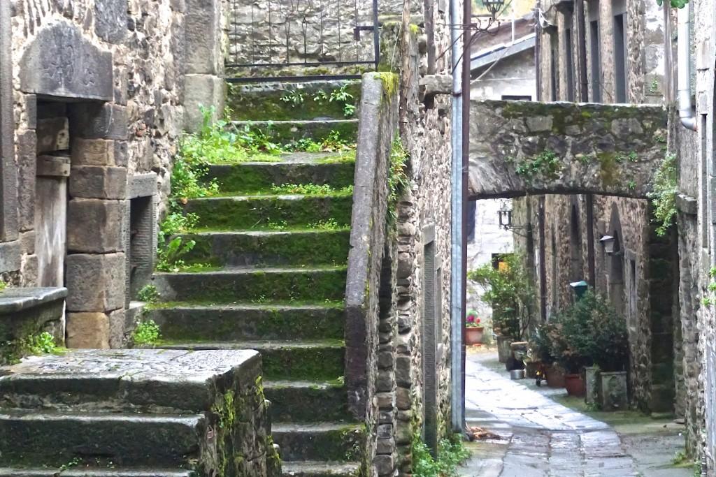 Via del Borgo, Tavernelle