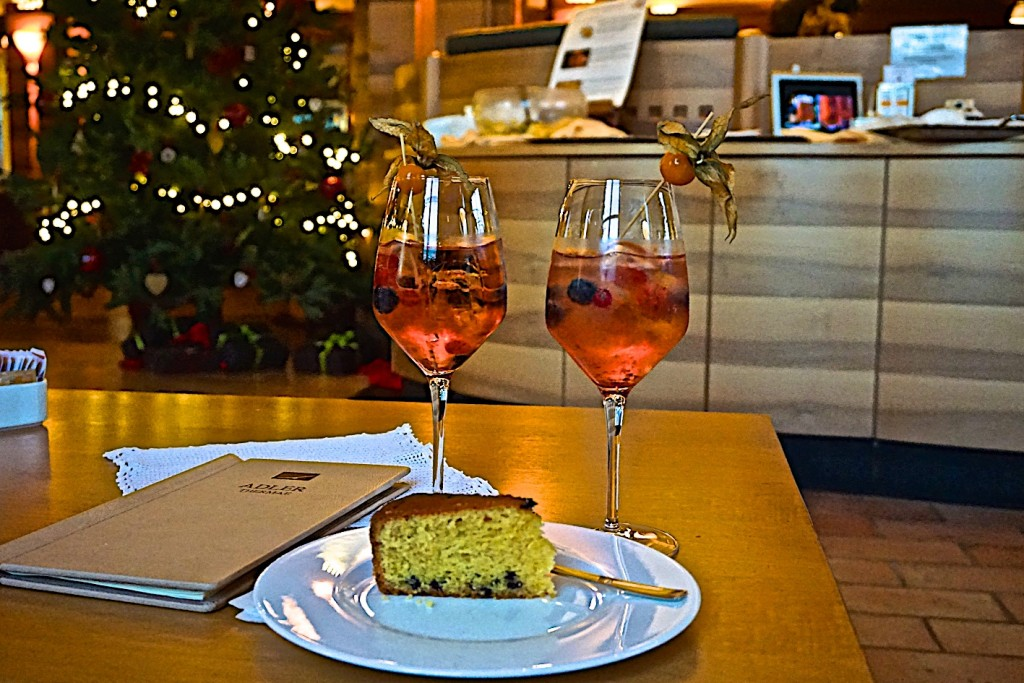 Early aperitivo with cake at Adler Thermae Spa, Bagno Vignoni