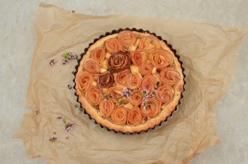 Apple roses tart