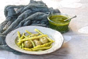 New potatoes and yellow beans with mojo verde