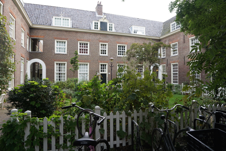 Amsterdam hofjes: inner courtyards