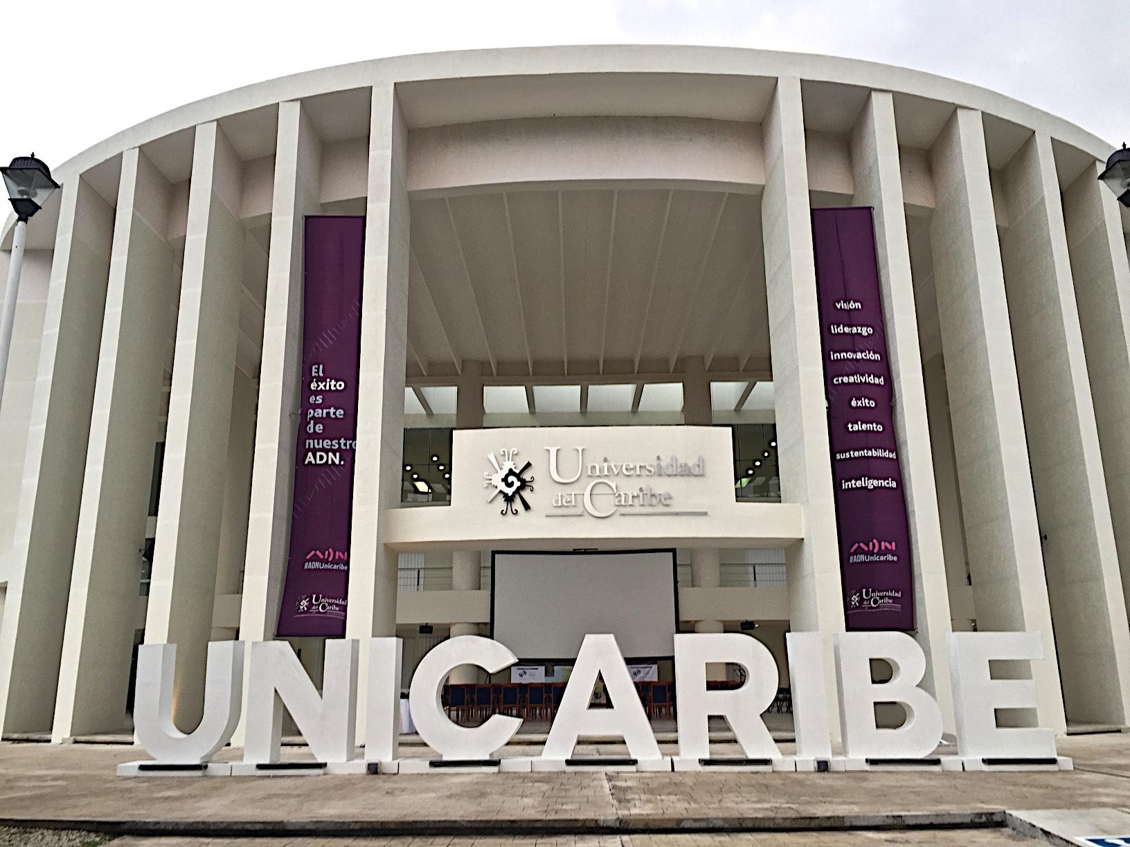 Met Opera at the Universidad de Caribe in Cancun