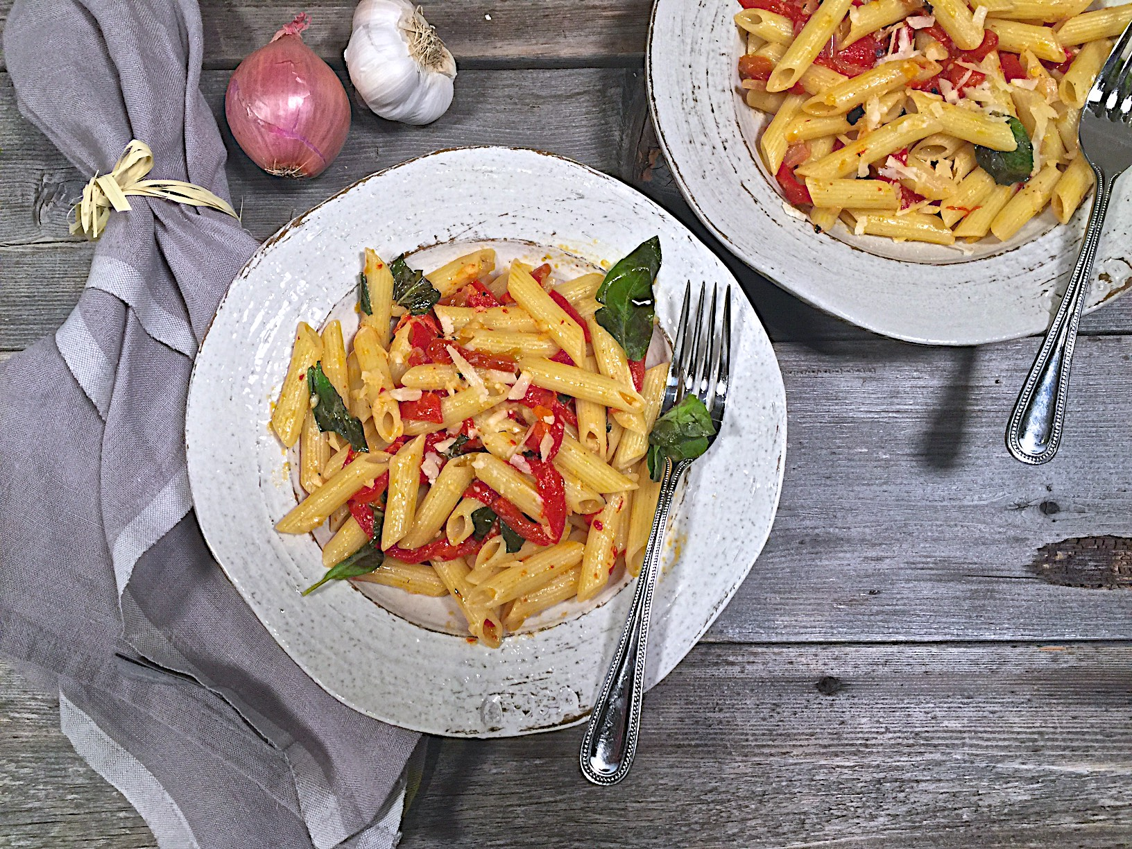 Pasta with roasted red pepper