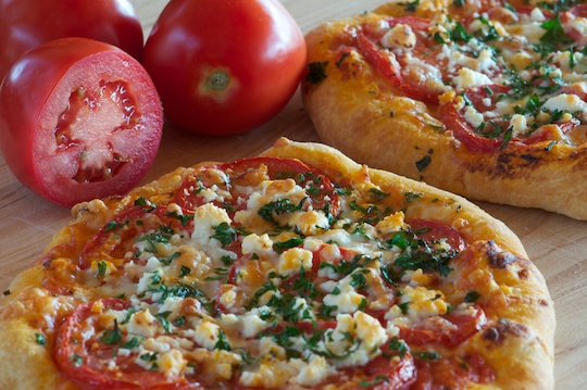 Pizza with tomatoes basil and goat cheese olive oil and lemons dina honke - Pizzeria venecia marbella ...
