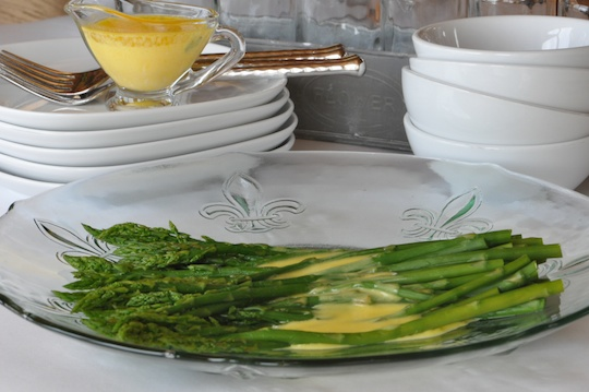 Asparagus with hollandiase