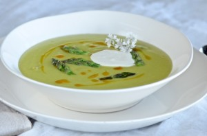 Asparagus soup with goat cheese