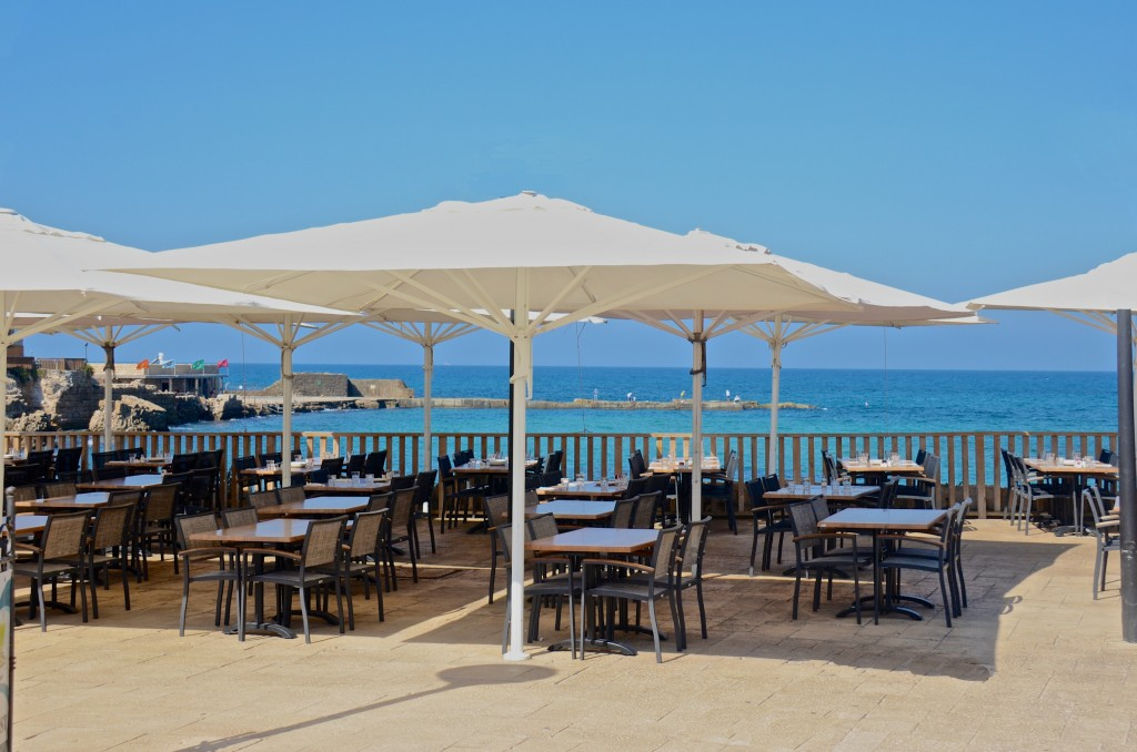 Beachside dining, Casarea