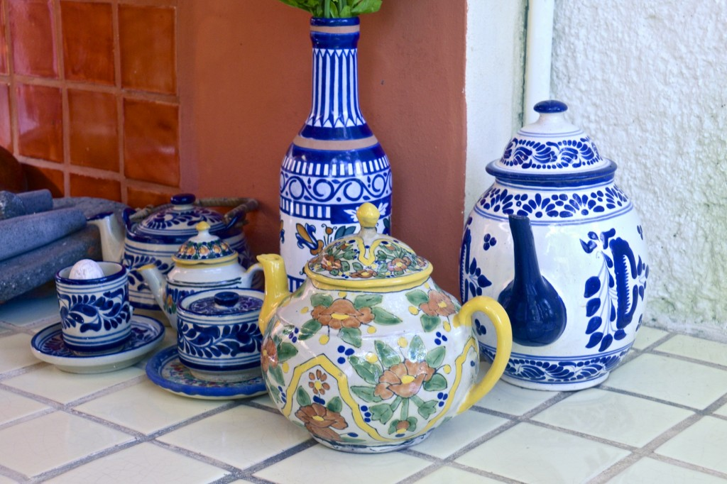 Mexican stoneware in Claudia's outdoor kitchen