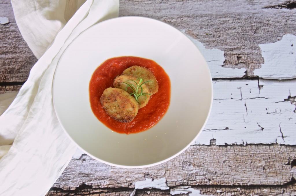 Seitan with tomato sauce