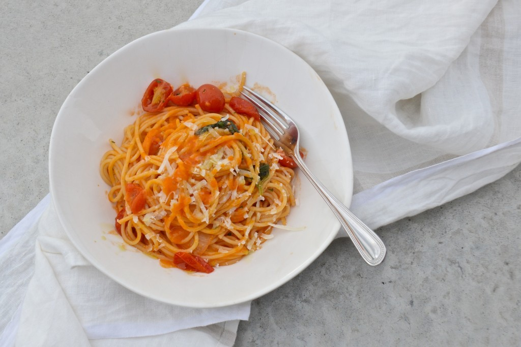 One pot pasta with tomato sauce