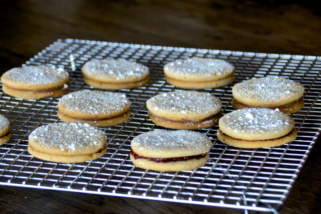 Sandwich cookies with raspberry jam and lemon cream