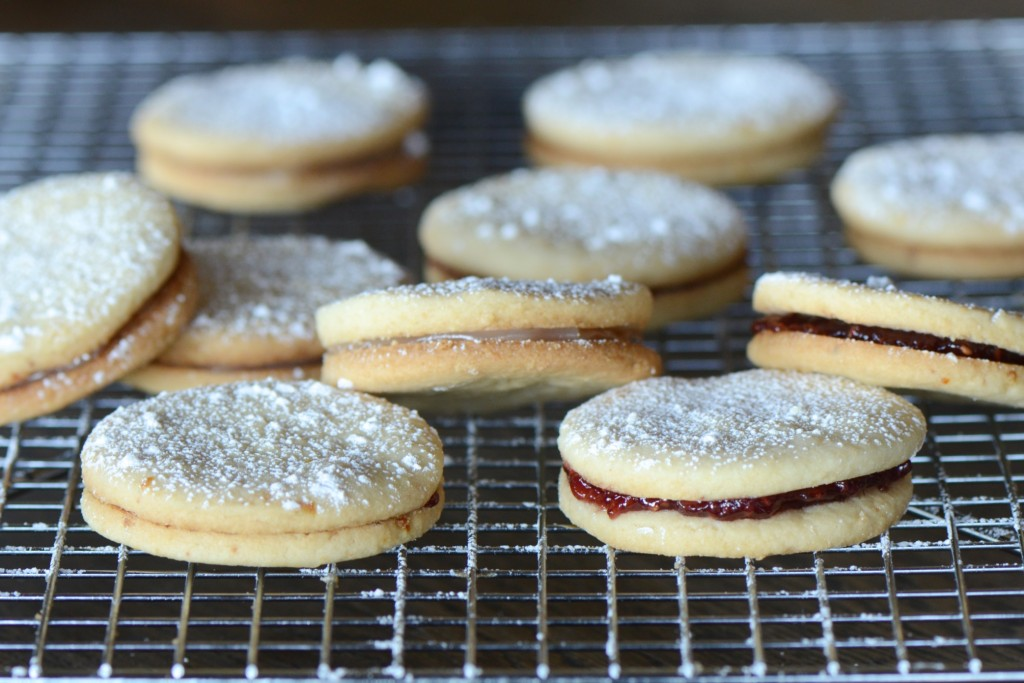 Sandwich cookies with raspberry jam