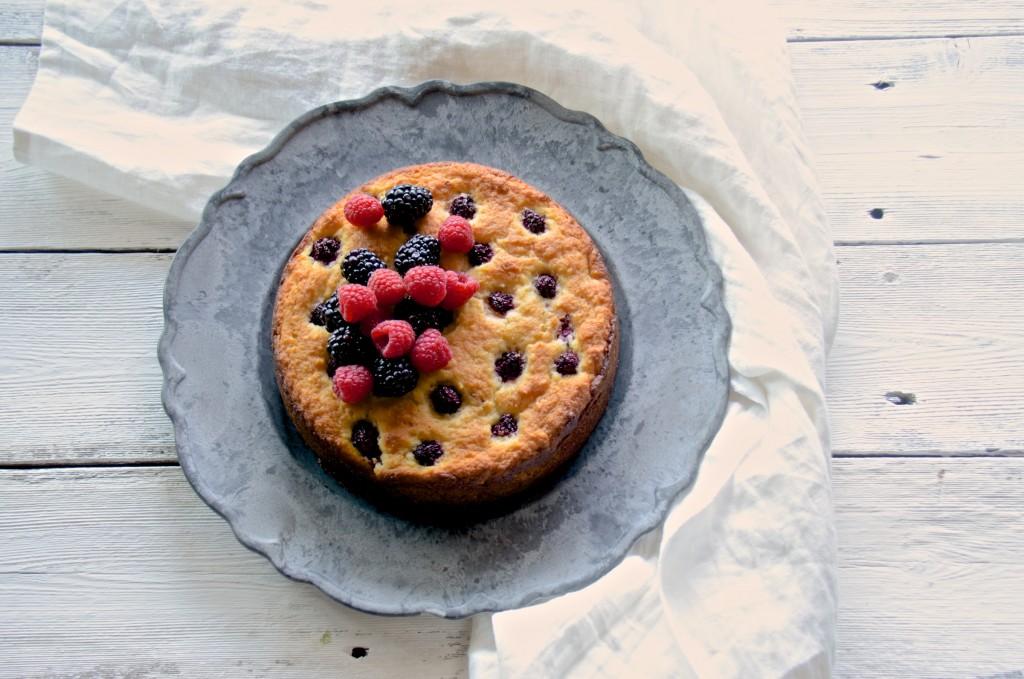 Ricotta and berry cake