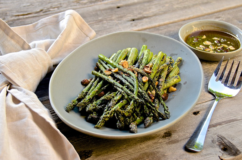 Grilled asparagus with hazelnuts vinaigrette