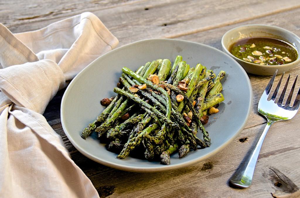Grilled asparagus with hazelnuts vinaigrette