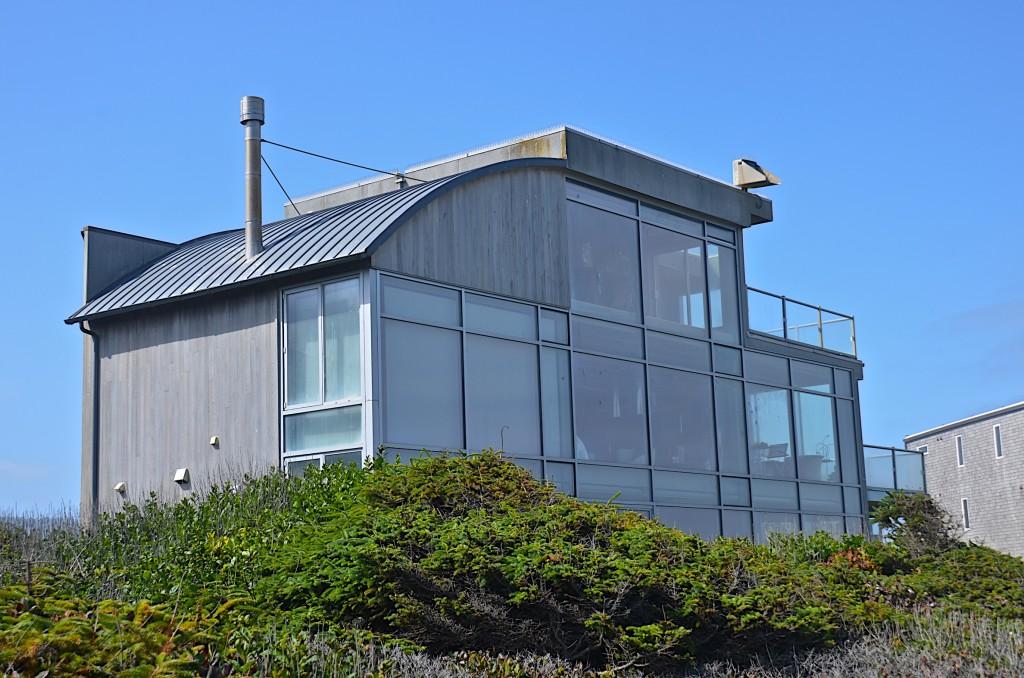 Beach houses along the Oregon coast