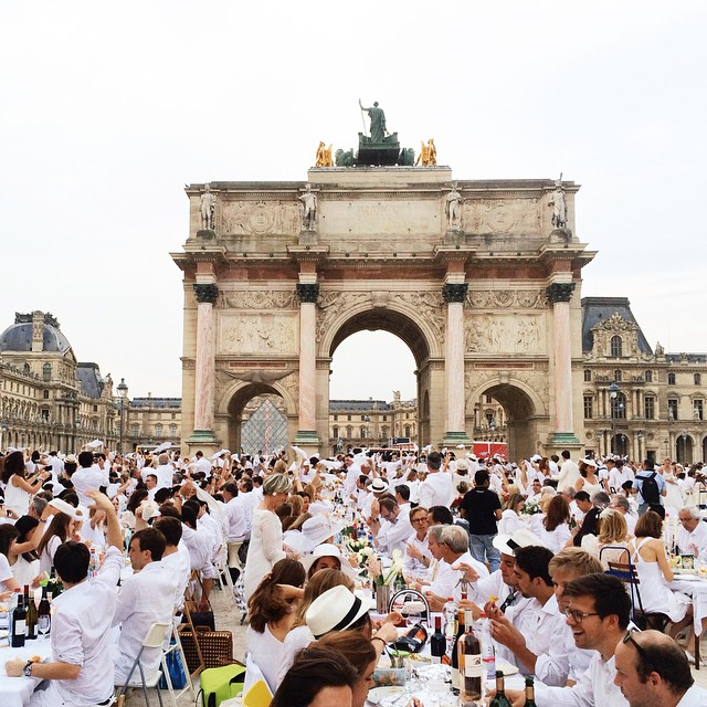 Diner-en-Blanc-Paris-2015-Louvre-Tuileries