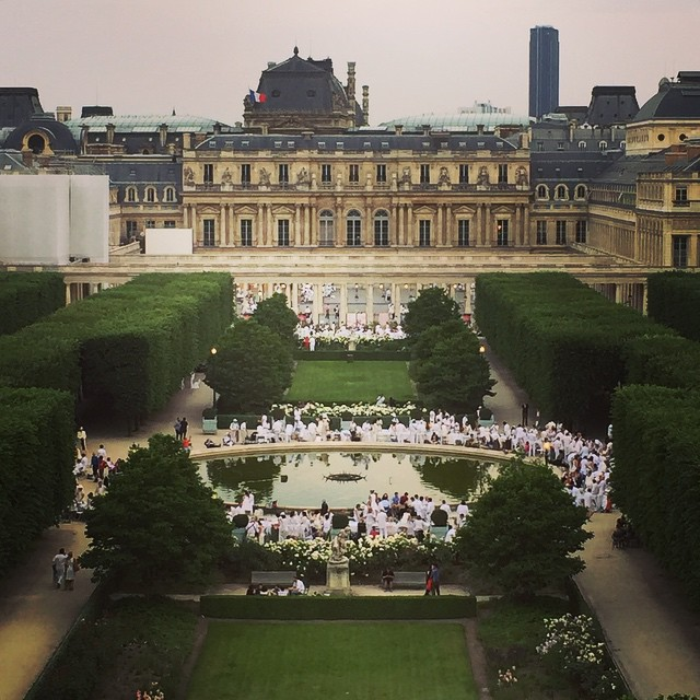 Diner-en-Blanc-Paris-2015-Palais-Royal-