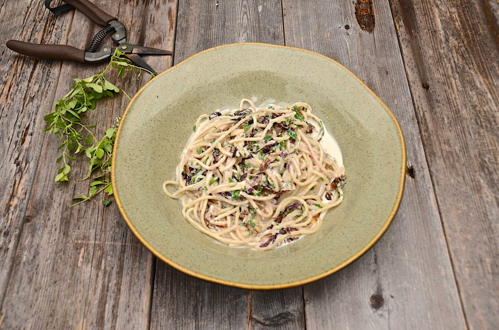 Pasta with radicchio and cream