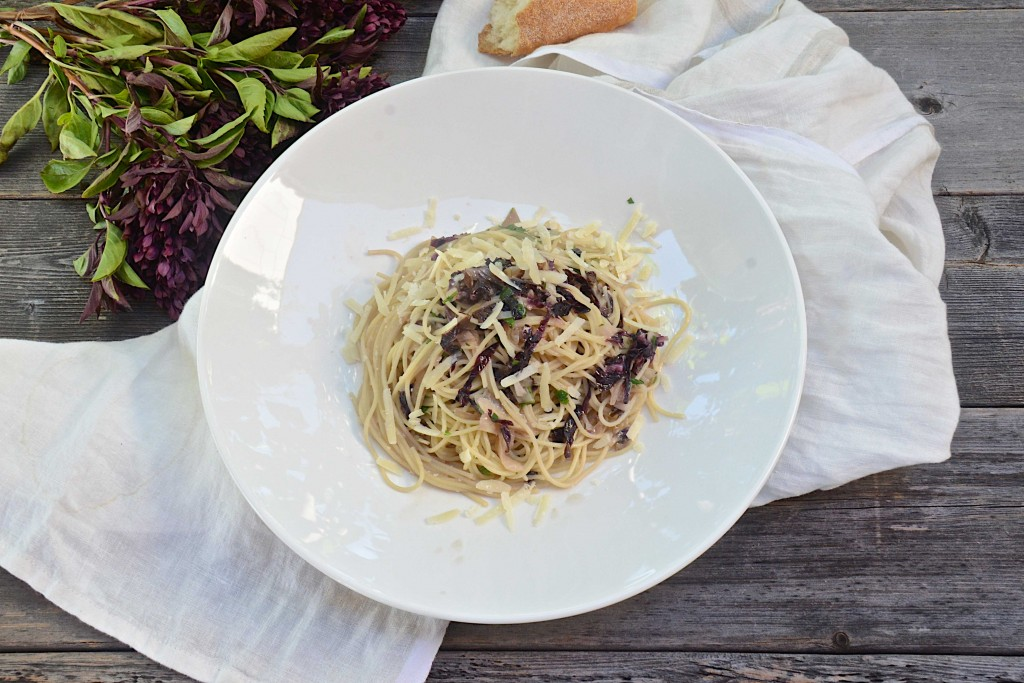 Pasta with radicchio, olive oil and parmesan