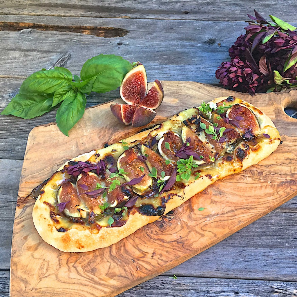 Fig and gorgonzola flatbread