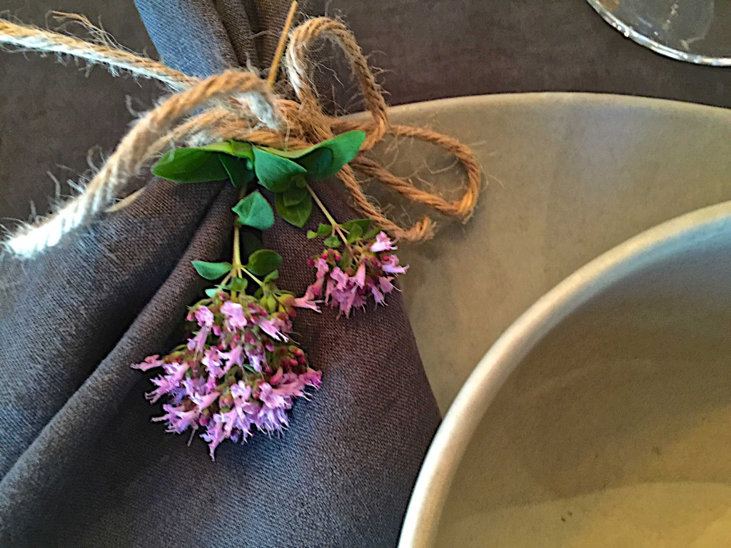 Napkin tie with oregano blossoms