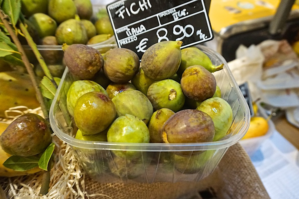 Fresh figs, Eataly, milan