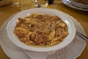 Onion soup, trattoria
