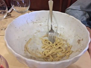 Cacio e pepe in serving bowl