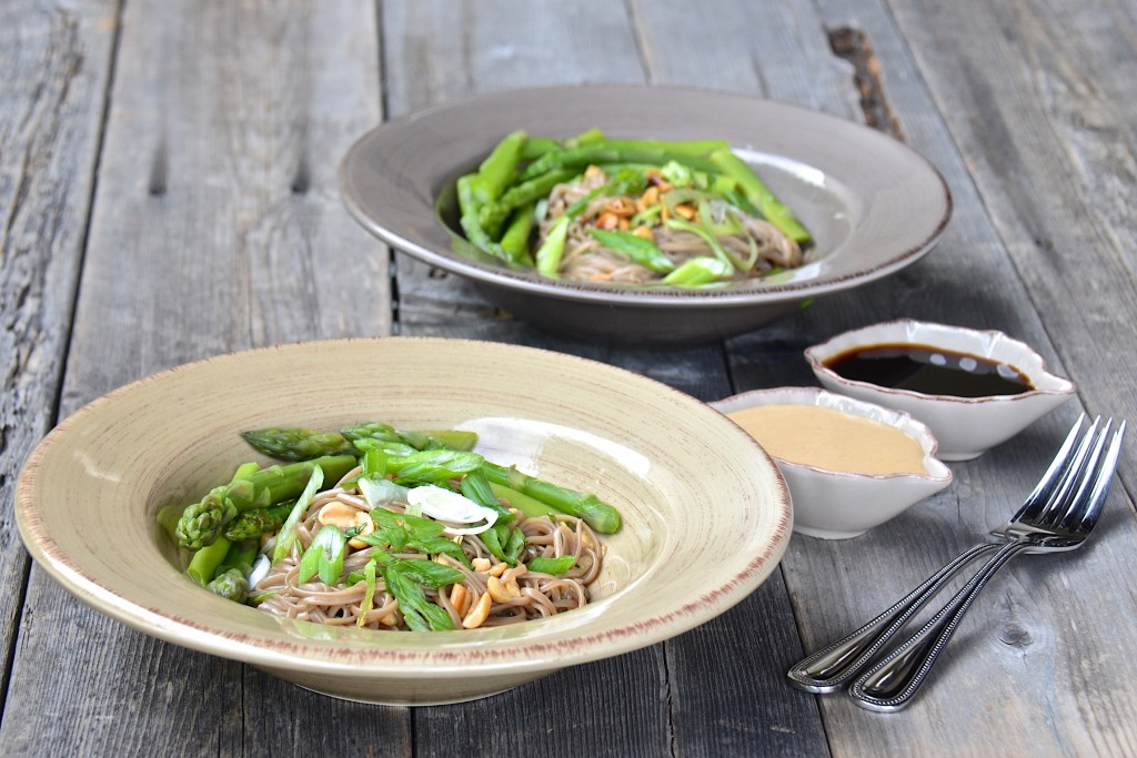 Soba noodles with two sauces