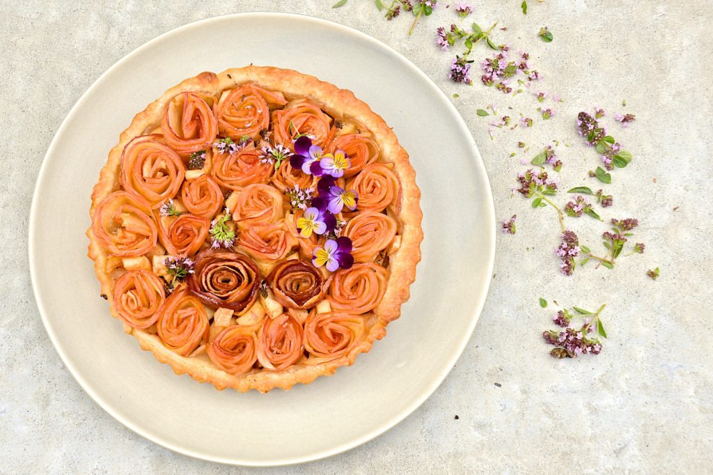 Apple roses tart
