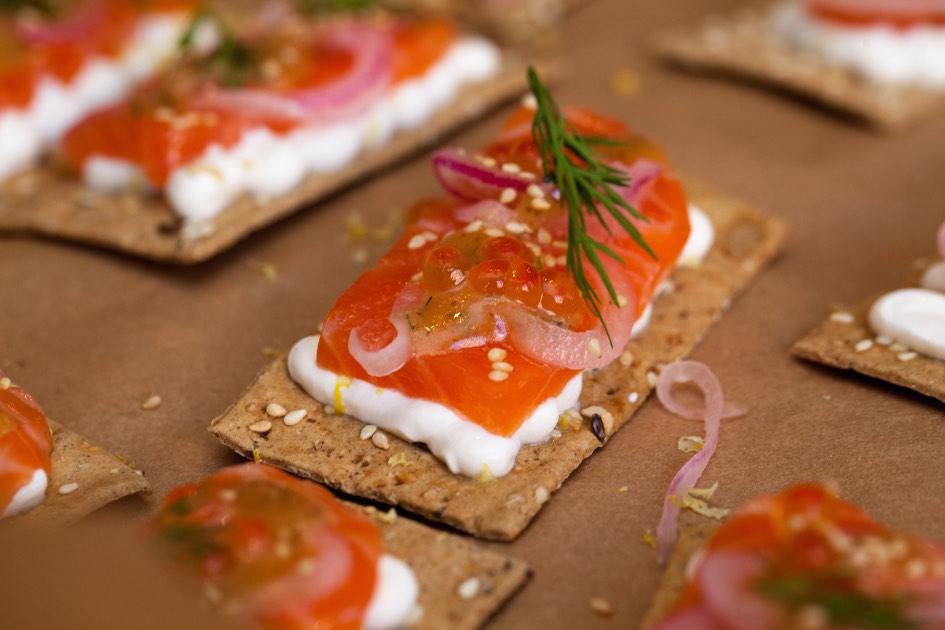 Smoked salmon on rye crackers