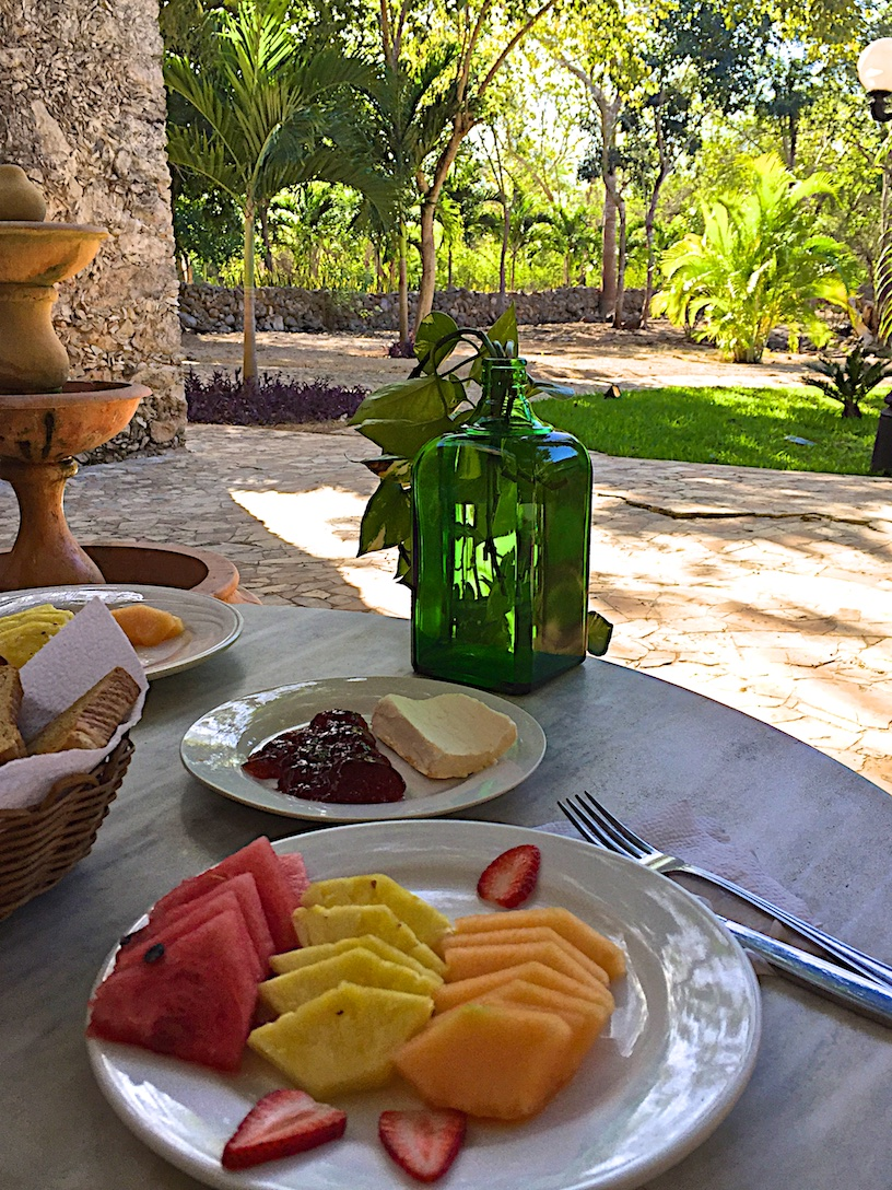 Breakfast at Hacienda Kaan Ac