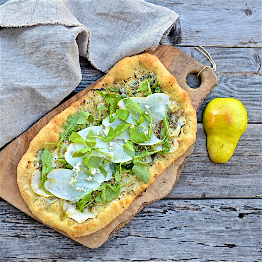 Flatbread with pears and blue cheese olive oil and lemons dina honke - Pizzeria venecia marbella ...